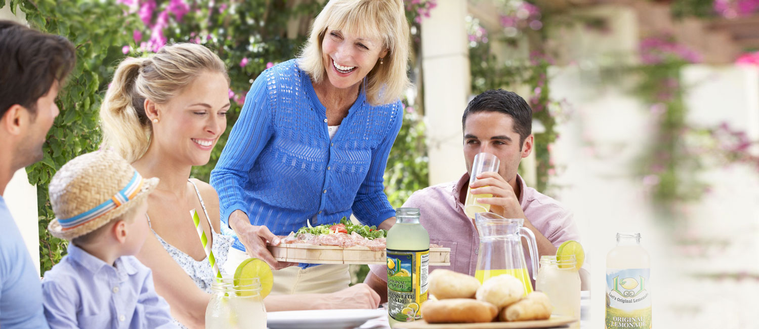 lori-original-lemonade-organic-happy-family-with-lemonades